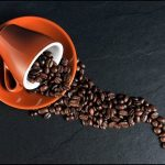 缶コーヒーの生産量が激減!市場全体で毎年2桁減が続いている!